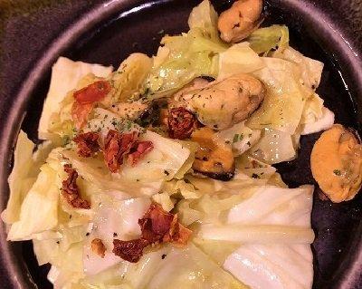 姫路 Pinari ムール貝とアンチョビのサラダ
