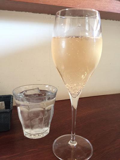 明石 イタリアン Bistro Logsea スパークリングワイン