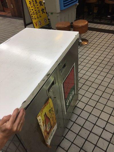 新梅田食堂街 立呑み 大阪屋 ショーケース