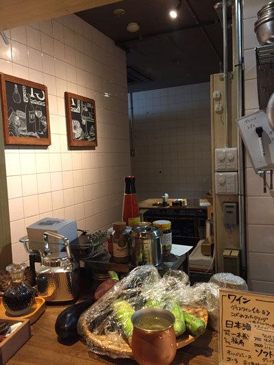 姫路 立ち飲み 肉バル TSUMUGIYA テーブル