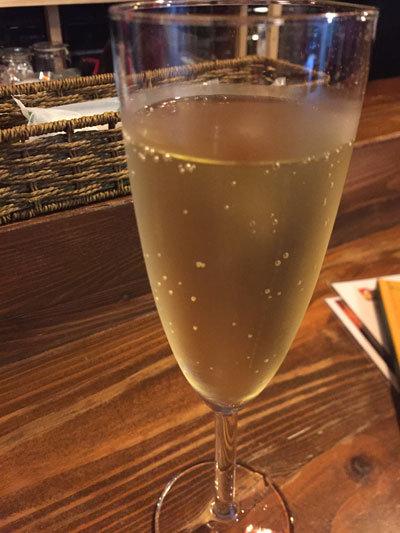 姫路 スペインバル BAILA スパークリングワイン
