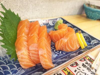姫路 山陽電車高架下 立ち飲み 魚屋 トロサーモン