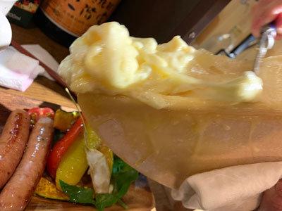 姫路 肉バル TSUMUGIYA ラクレットチーズがけ