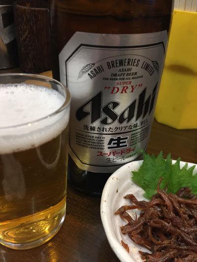 神戸 立吞み 岡八 瓶ビール 中