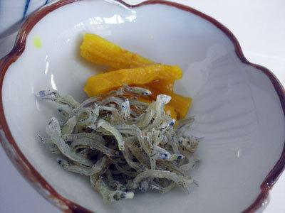 姫路 妻鹿 天晴水産 しらす丼 漬物