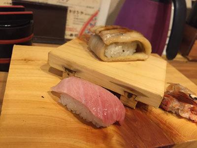 姫路 立喰い 寿司 魚路 ととろ