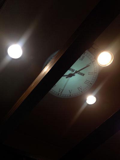 加古川 立呑み うさや 天井の時計