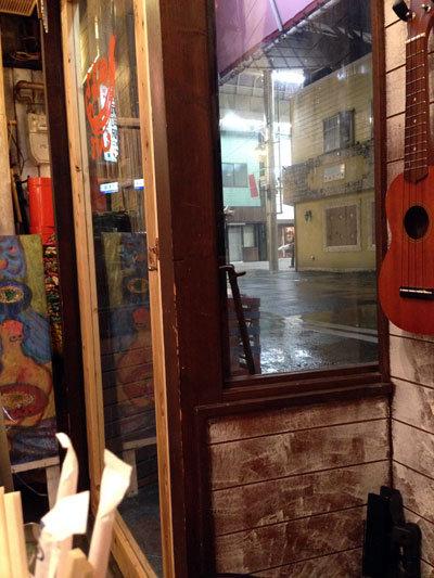 神戸 西元町 のらまる食堂 雨宿り