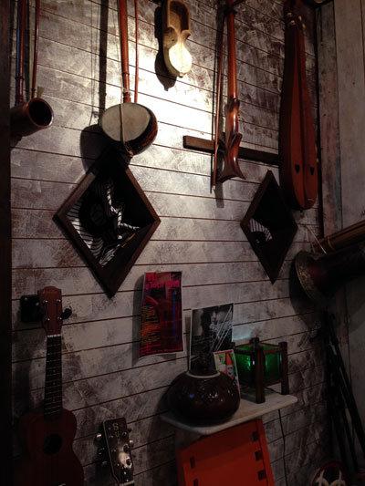 神戸 西元町 のらまる食堂 楽器
