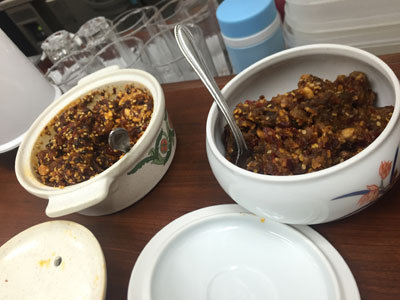 明石 パピオス 台湾 牛肉麺 群ちゃん 辛い薬味