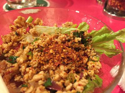 姫路 のれん街 タイの屋台 サラダ