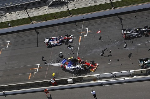 051014-motor-start-crash-at-indy