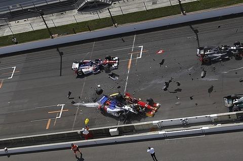 051014-motor-start-crash-at-indy