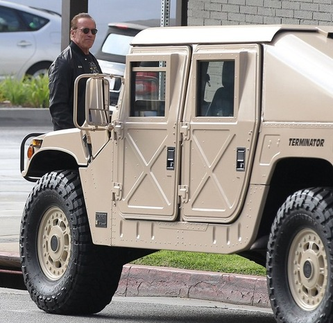 the-terminator-is-a-badass-drives-a-am-general-hummer_2