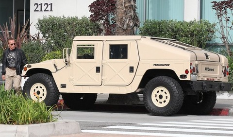 the-terminator-is-a-badass-drives-a-am-general-hummer_4