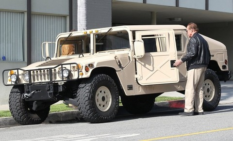 the-terminator-is-a-badass-drives-a-am-general-hummer_1