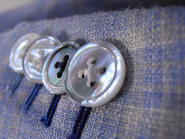 アリストンオーダージャケットの白蝶貝袖ボタン