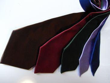ネクタイの選び方でスーツの着こなしが変わる