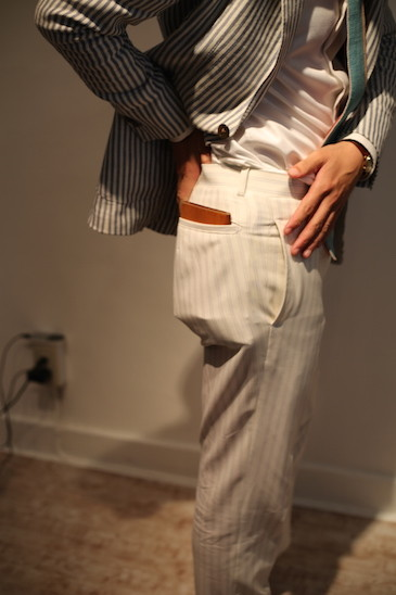 スーツのポケットに財布