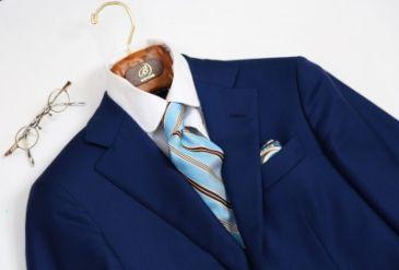 スーツとバルバのタイ