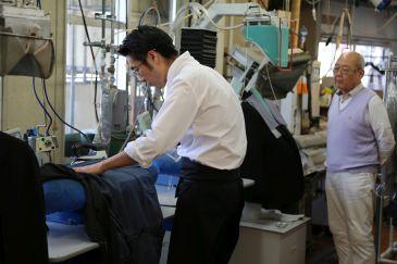 この日はちょうど取材も入っていました。 日本アパレルファッション産業協会さんのドレスアップメンという企画の、動画で、 ナチュラルさんが登場するそうです。 今回が第二回で、第一回はアラ商事さんのこの動画。