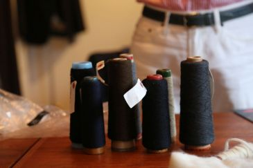 スーツ生地の糸