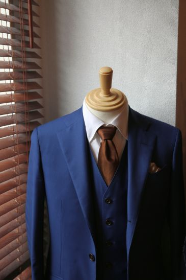 ブルーのオーダースーツ