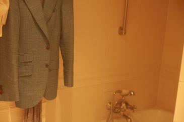 スーツのシワはお風呂でケア
