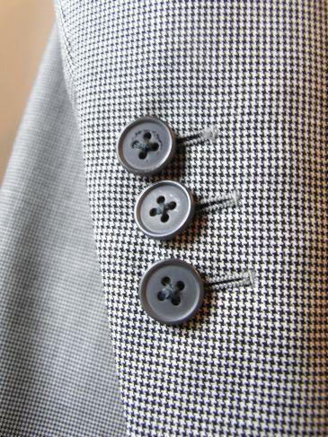 イギリス生地袖ボタン、東京ブリティッシュスタイルのオーダースーツ