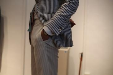 スーツのポケットに手を入れてはいけない