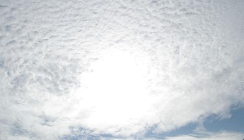 泡雲の穴より覗く神無月201124