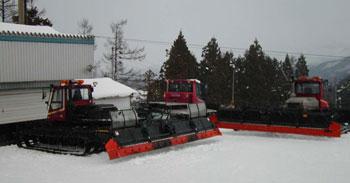 圧雪車3台
