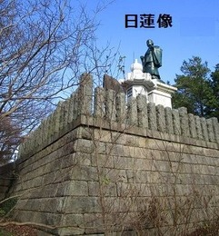 ①夘辰山日蓮像