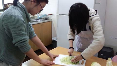 cutting Hakusai