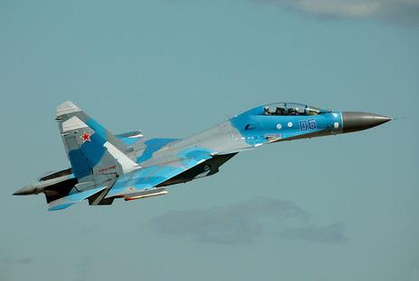中国軍機、米軍機の真上で「背面飛行」