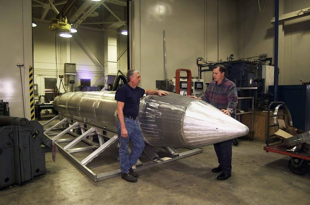 大規模爆弾MOABと核武装論