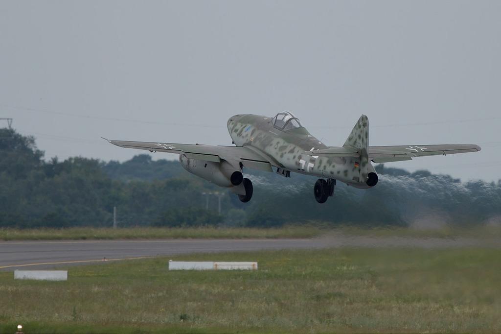 書評 渡辺洋二『ジェット戦闘機Me262』