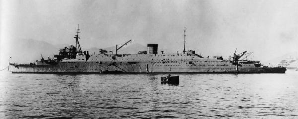 Japanese_submarine_depot_ship_Taigei_in_1935