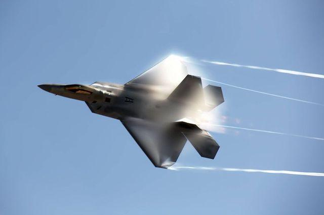 たぶん世界最強!F-22ラプター戦闘機