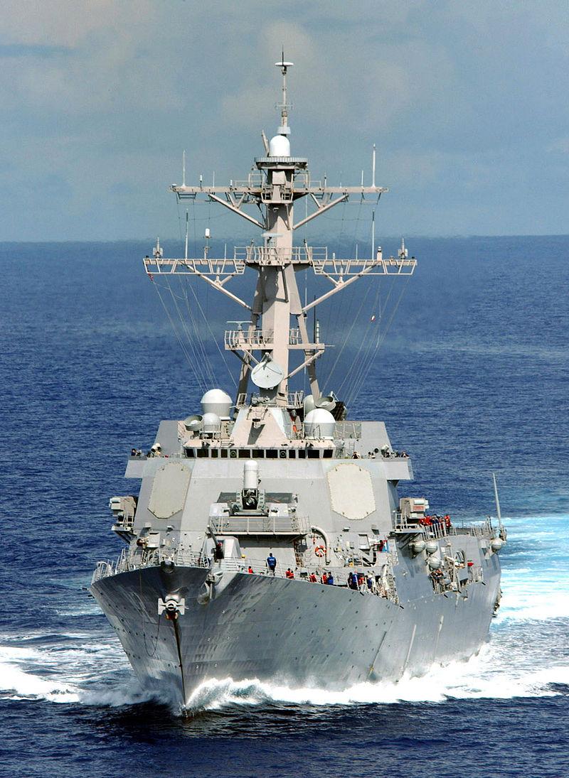 米駆逐艦、中国人工島の12カイリ内を航行