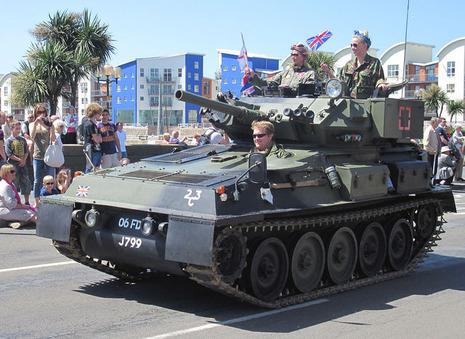 【軍事ニュース 2015.10.18】 ネット競売で「戦車」を衝動買い、置き場所に苦労 英国