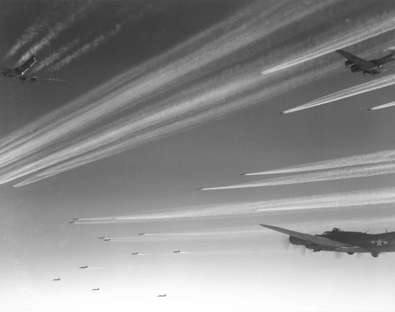 1280px-Large_formation_of_Boeing_B-17Fs_of_the_92nd_Bomb_Group