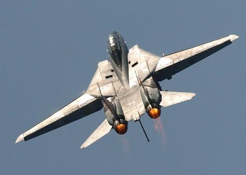 military-jet-1008278_640