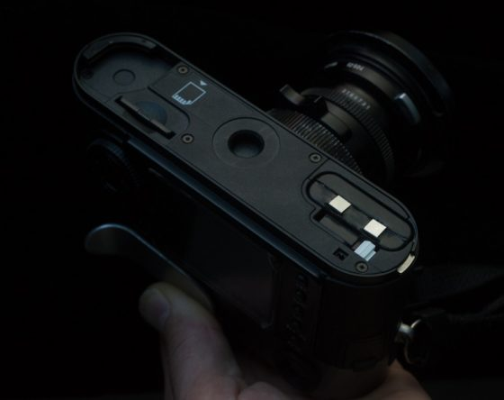 Power-battery-grip-for-the-Leica-M8-camera-560x444