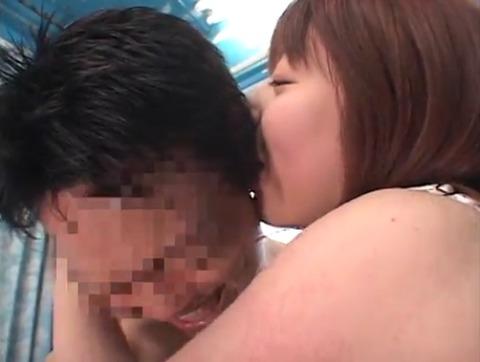 菅原ちえ監督と田村麻衣の逆ナンパ手コキッス 020