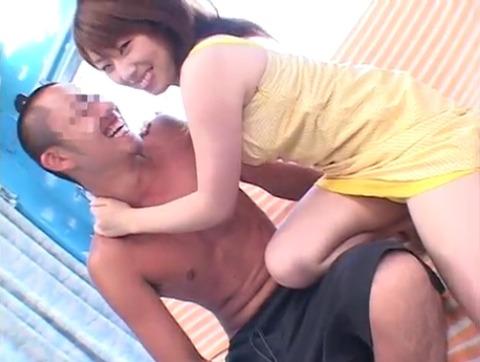 菅原ちえ監督と田村麻衣の逆ナンパ手コキッス 046