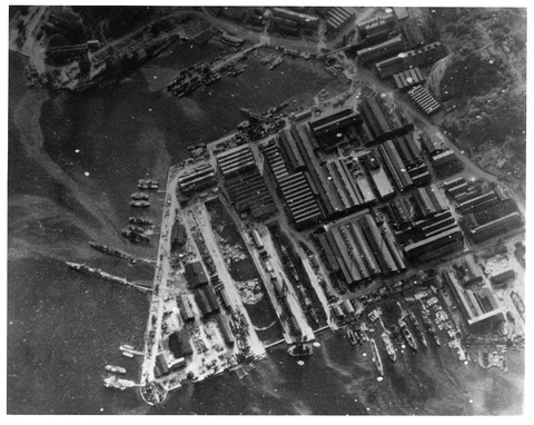 Yokosuka_naval_base_18_July_1945