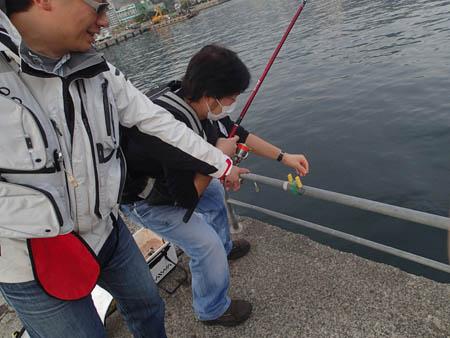 1−3.手すりを釣ったスタッフ兼選手のコロ