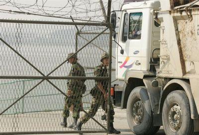 韓国が「100%の命中率をたたき出したブランド武器」と誇るミサイルを南米の国に輸出。現地大統領が視察する中でテスト発射するも一発も命中せず