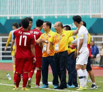 【サッカー】アジア大会でベトナムと対戦した韓国代表、エース選手が相手チームの同国人監督の作戦指示を盗み聞き?